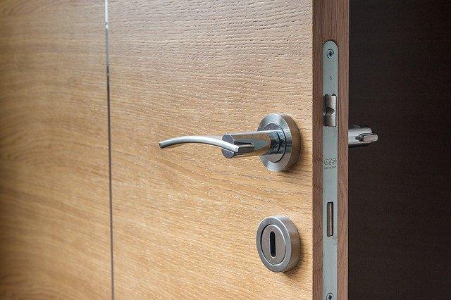 Vchodové bezpečnostní dveře mohou být i ozdobným prvkem