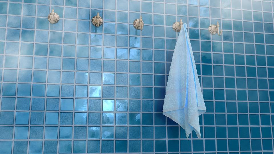 ručník v koupelně